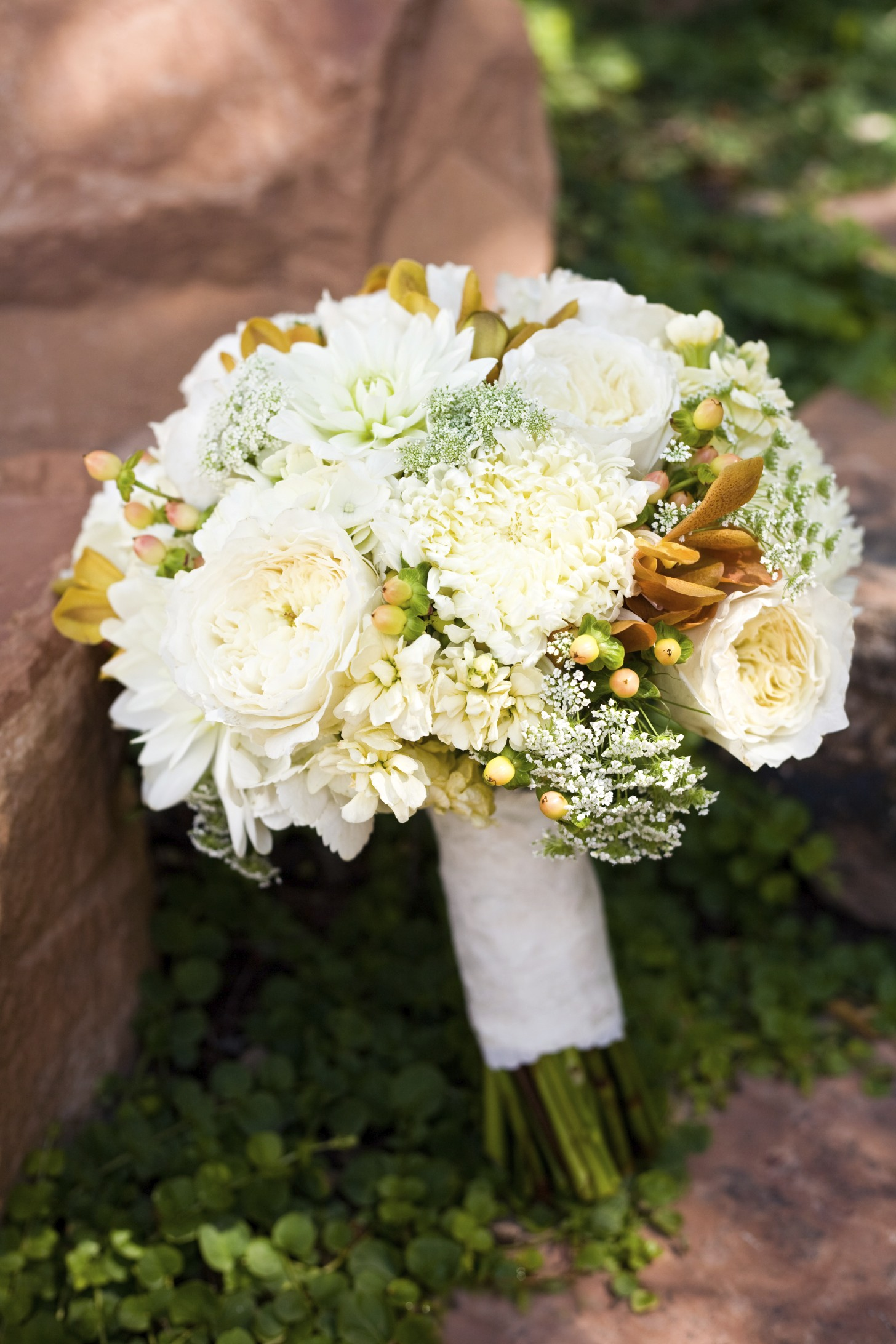 cream hydrangea garden rose dahlia wedding bouquet wedding flowers utah calie rose