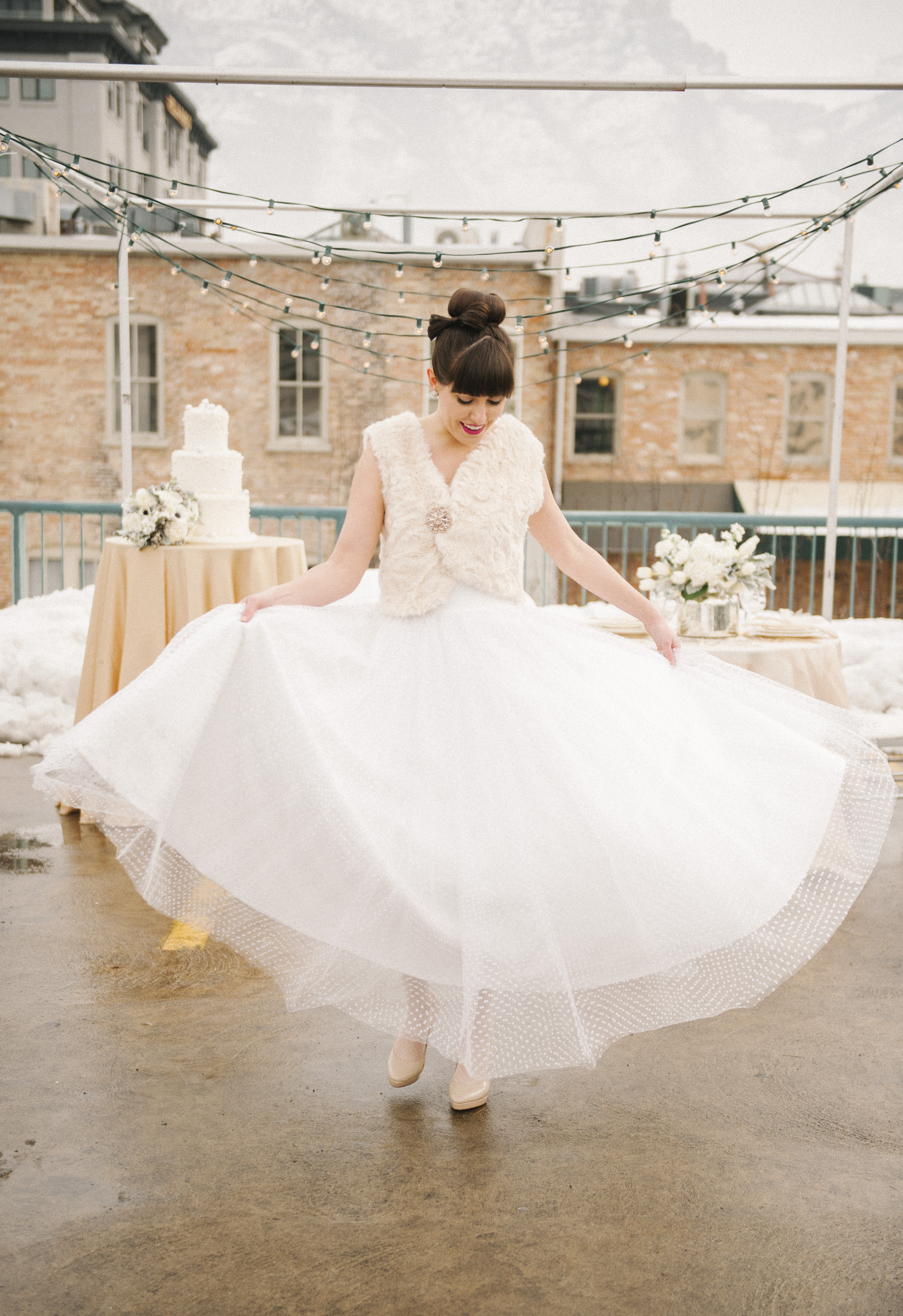 a modern silver gold white rooftop wedding utah wedding florist calie rose