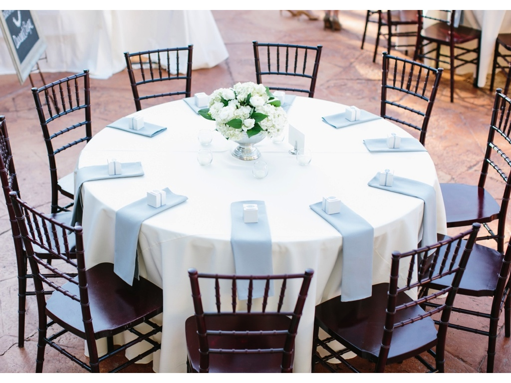 Sierra + Spencer\'s Classic White Wedding Flowers at Louland Falls ...
