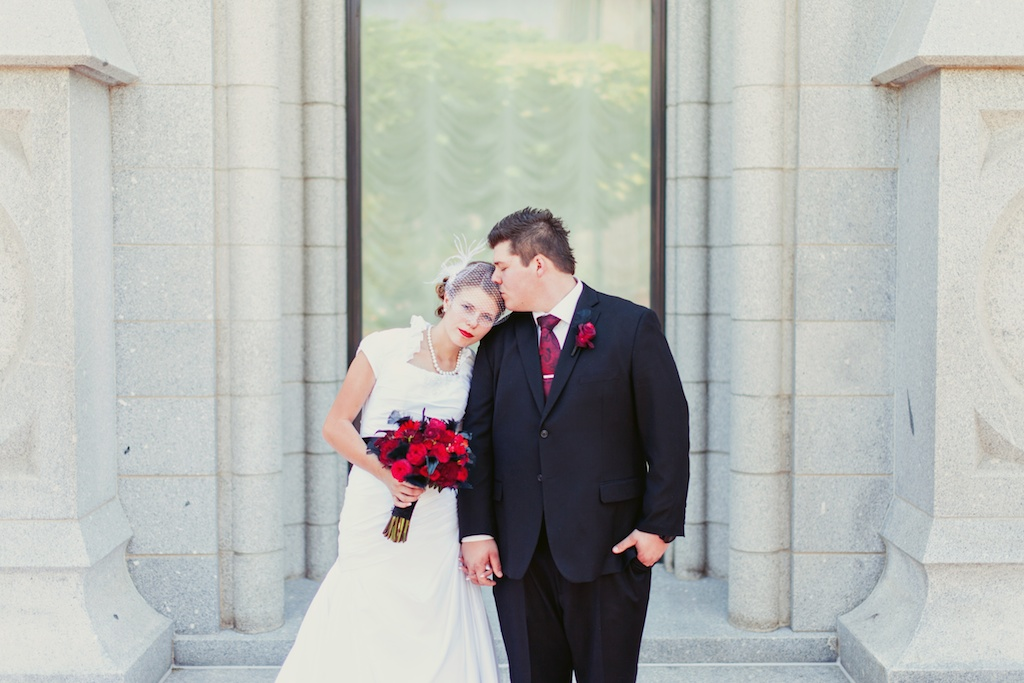 red black wedding flowers bouquet utah calie rose stephanie sunderland photography
