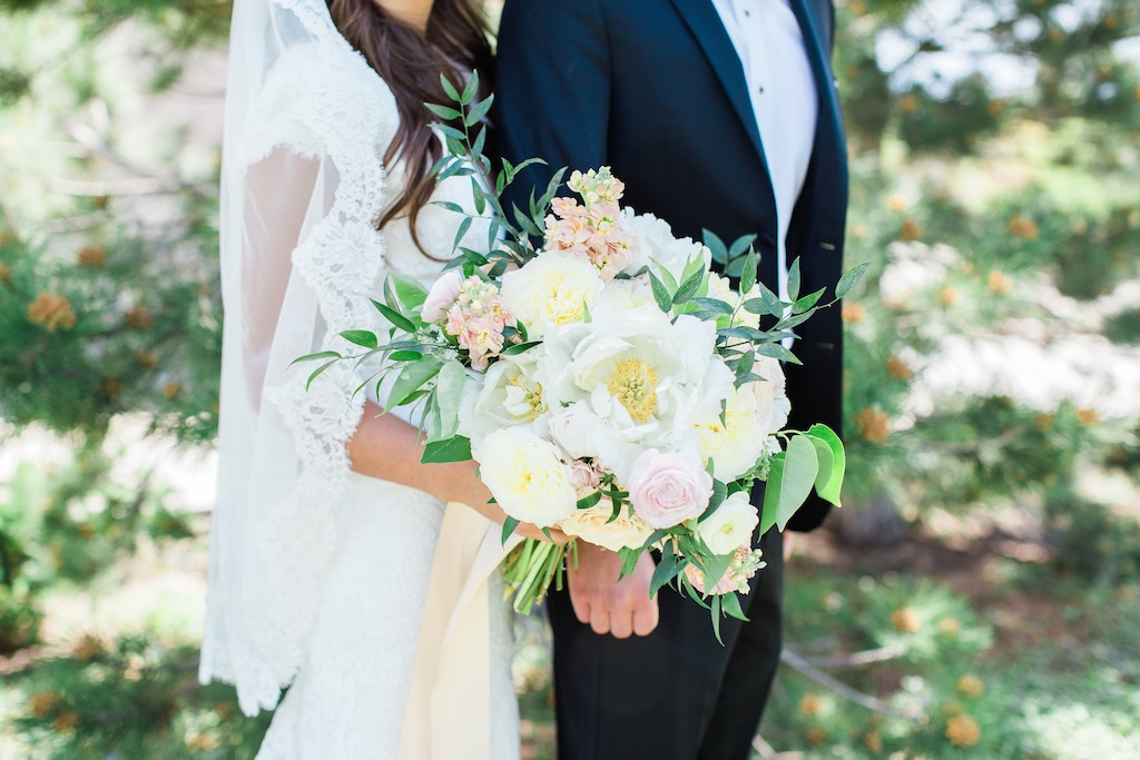 Blush Gold Wedding Flowers at Riverside Country Club Provo Utah