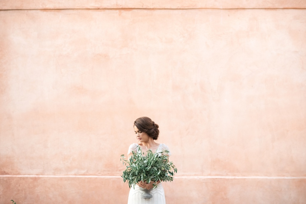 stunning utah weddings, tuscan wedding inspiration, tuscan wedding, italian wedding, italian wedding inspiration, russian olive arrangement, potted olive tree, wedding flowers utah calie rose, potted herb wedding