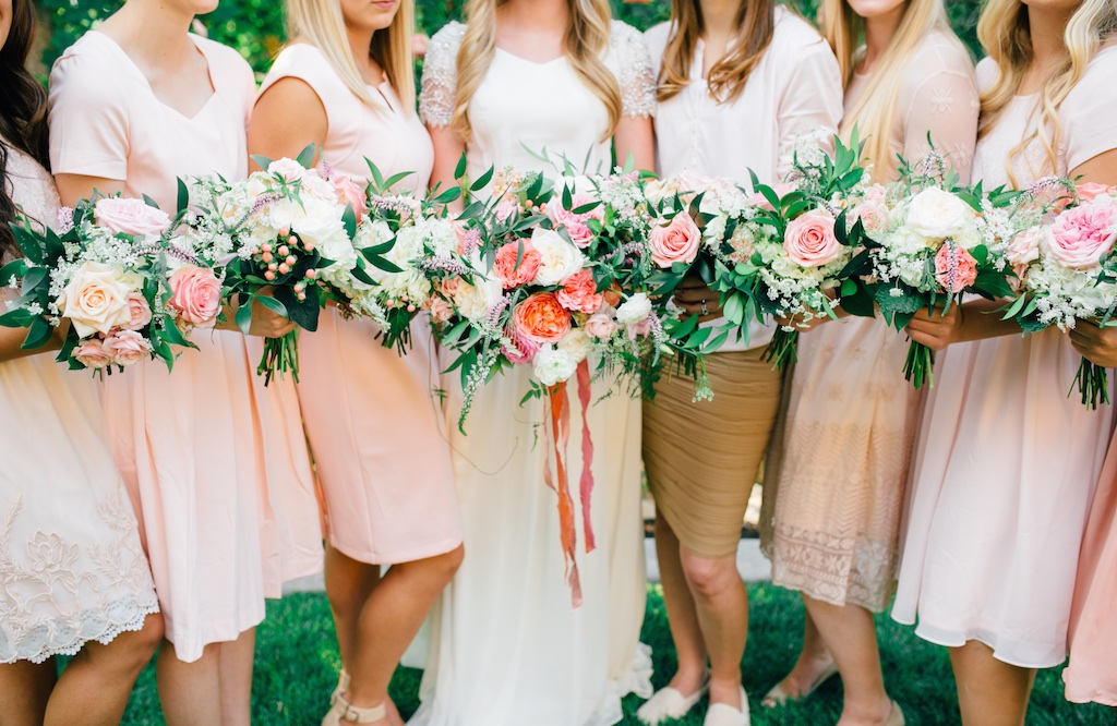 stunning summer wedding bouquets, coral pink ivory wedding flowers, flowing silk ribbon bouquet, blush bridesmaid dresses, stunning utah weddings calie rose