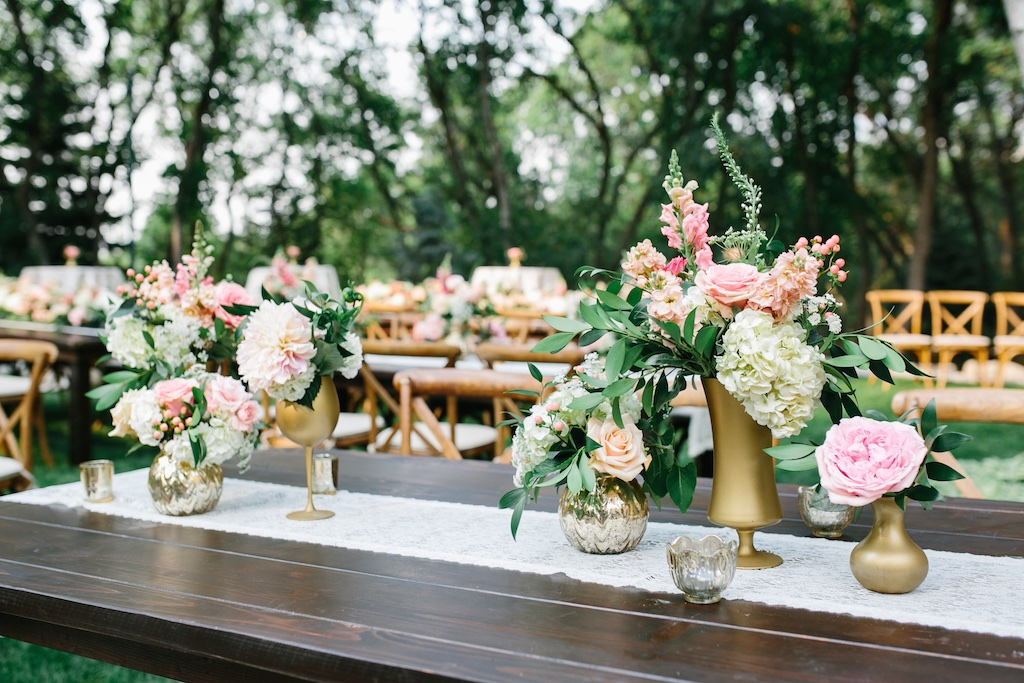 stunning utah weddings, vineyard table wedding, gold vase centerpieces, blush dahlia wedding, gold vase wedding, blush coral pink wedding flowers, blush pink wedding, farmhouse table garland, flower garland centerpiece, flower garland, wedding flowers utah calie rose