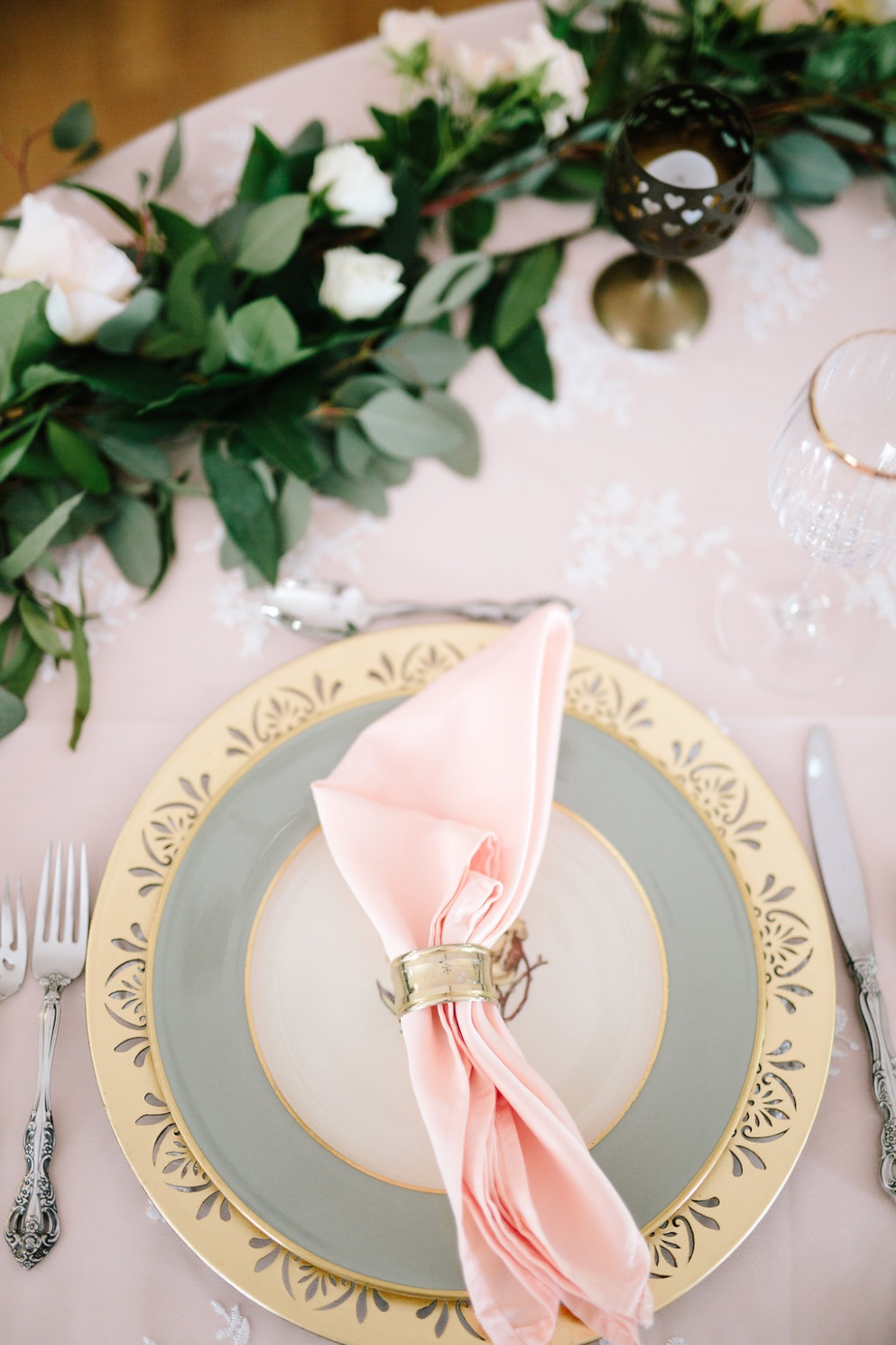peach mint ivory wedding table inspiration utah calie rose gold charger mint green dinner plate peach dinner napkin sweet heart table inspiration