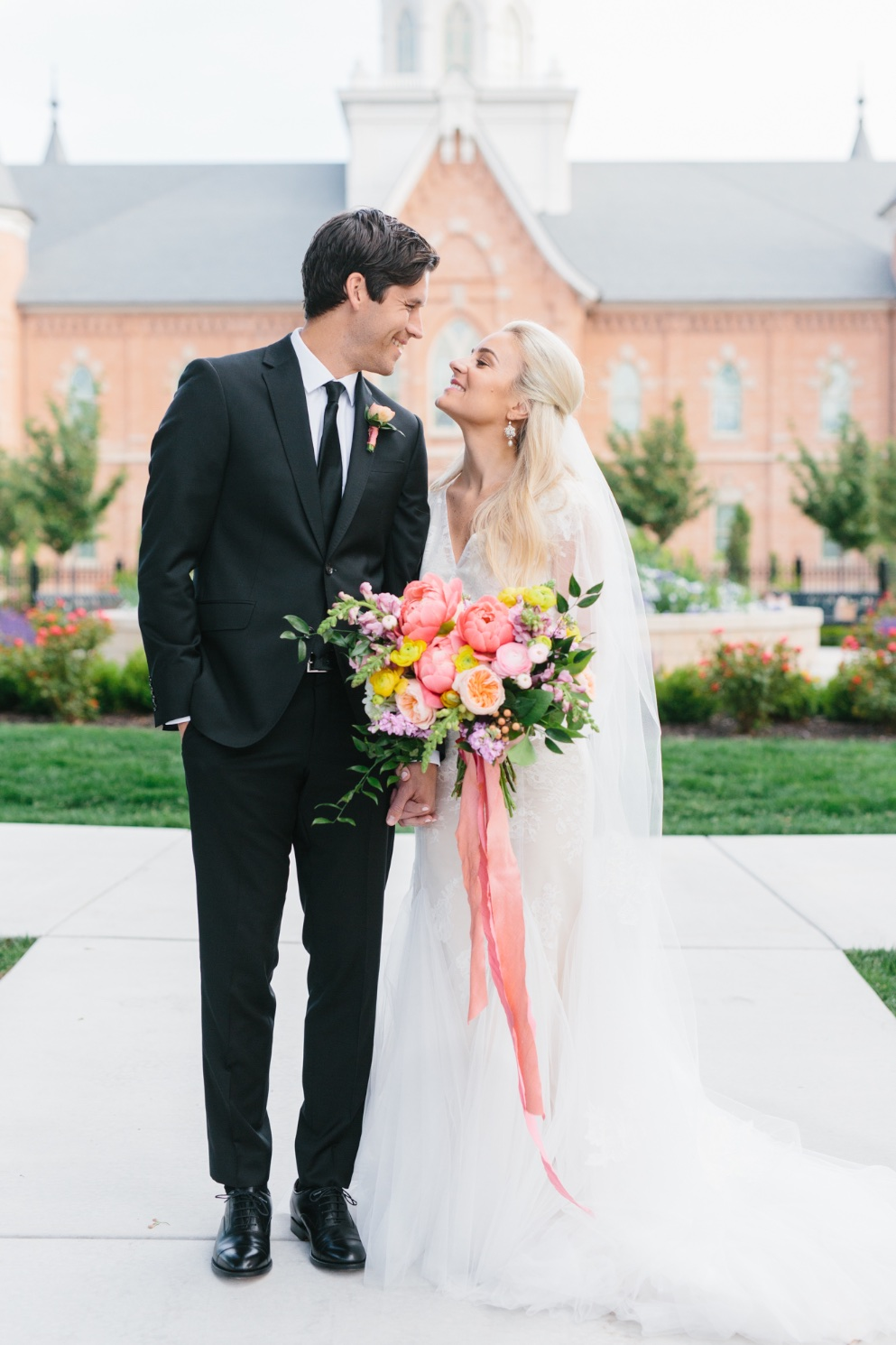 stunning summer coral charm peony bouquets utah wedding flowers calie rose kate osborne photography